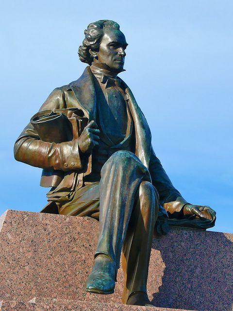 Austin_Statue2